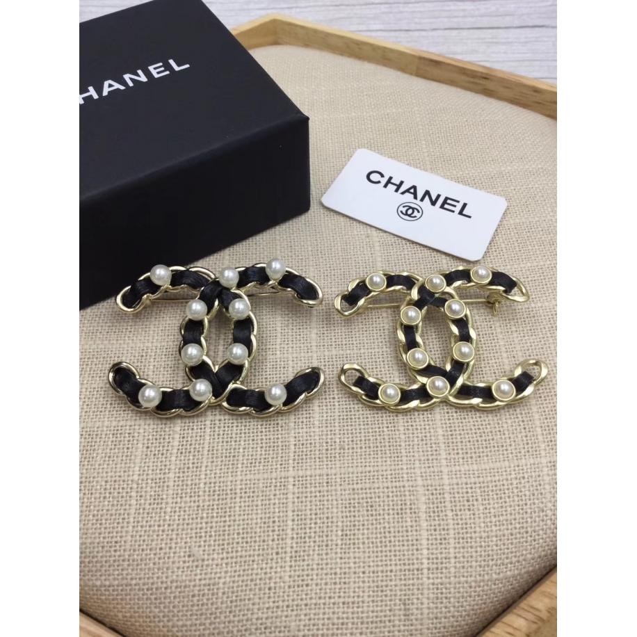 Брошка Chanel значок черная кожа жемчужинки