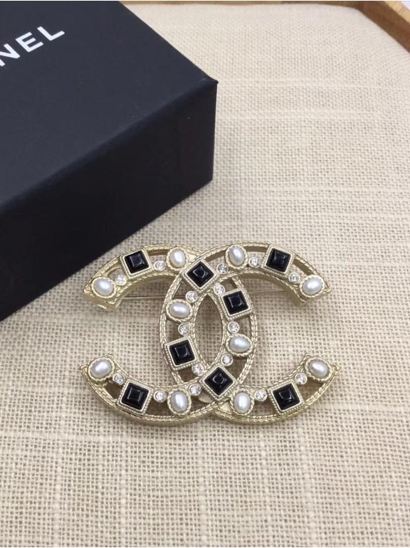 Золотая Брошка Chanel черно - белые камни