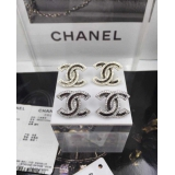 Белые серьги Chanel камни