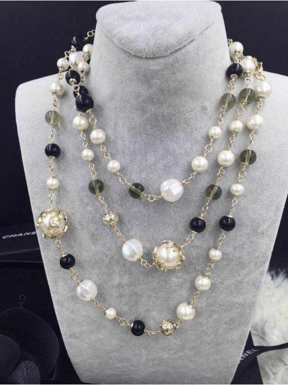 Золотое колье Chanel черно - белые жемчужинки