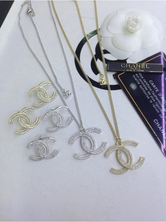 Золотая подвеска Chanel камни