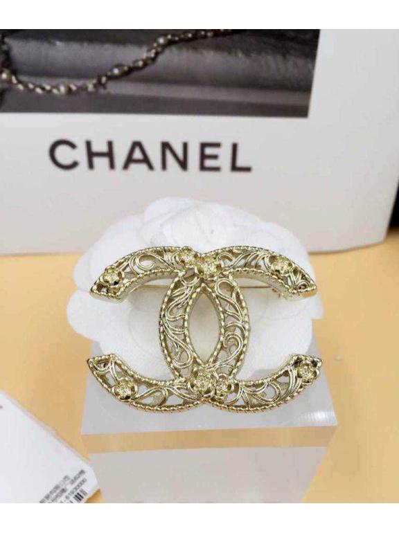 Золотая брошка Chanel