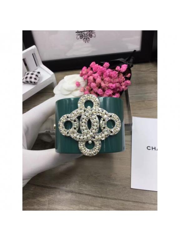 Зеленый Браслет Chanel зеленый вензеля