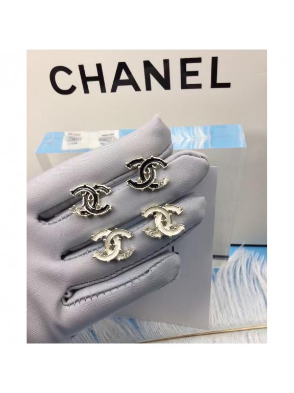 Золотые Серьги Chanel белый значок эмаль камушки