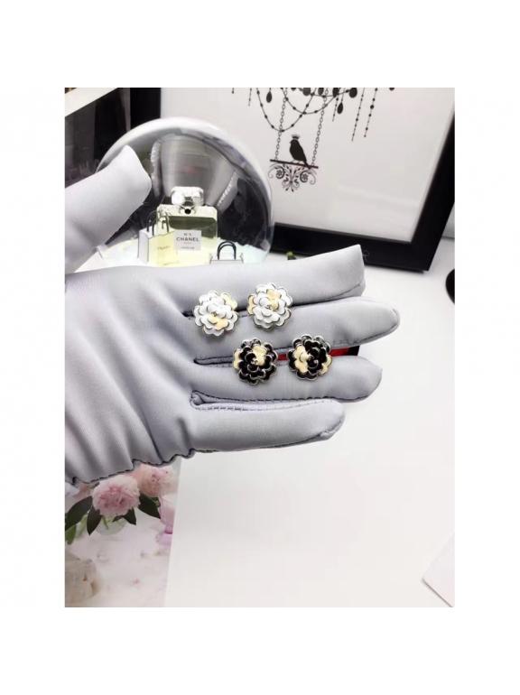 Золотые Серьги Chanel цветочки эмаль бело - розовые