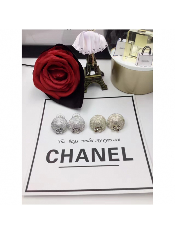 Белые Серьги Chanel шляпка белая