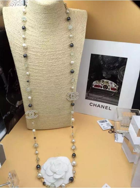 Золотое Колье Chanel черно - бело - черные значок камни