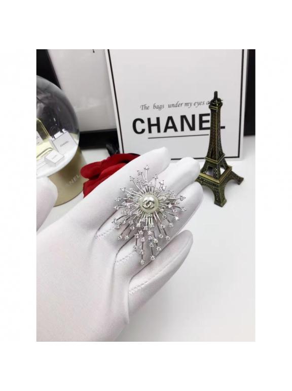 Белая Брошка Chanel комета белая камни жемчужинка
