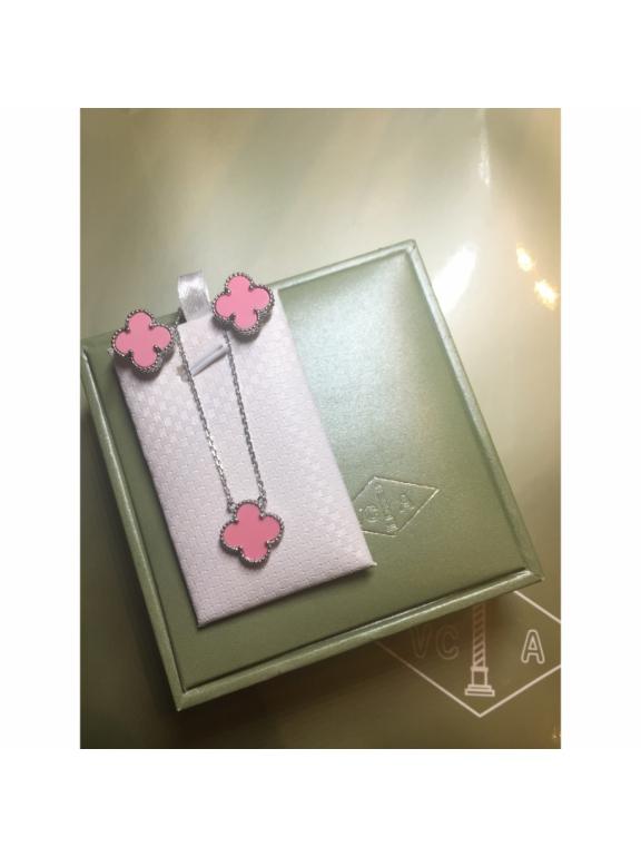 Розовые Серьги Van Cleef & Arpels в белом