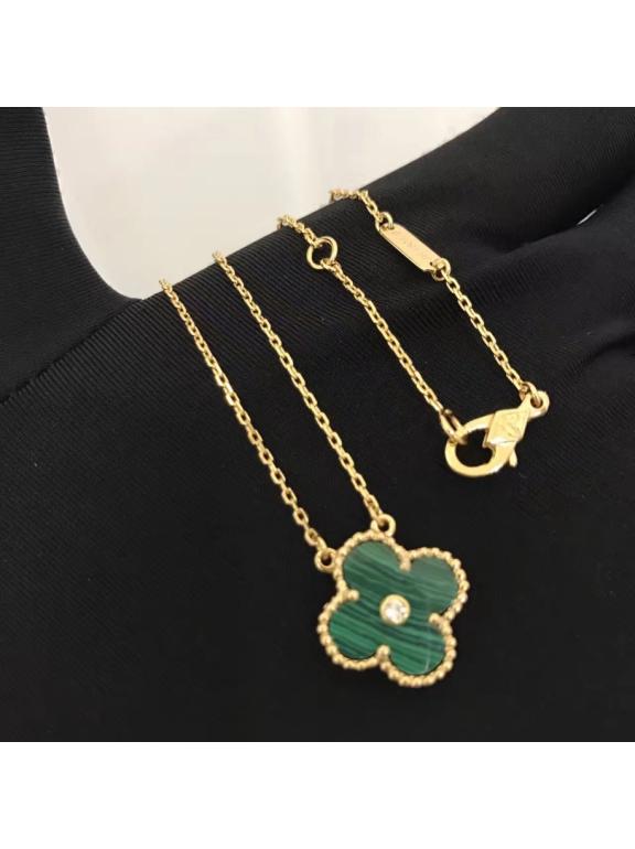 Зеленая Подвеска Van Cleef & Arpels один зеленый цветочек камушек в золоте