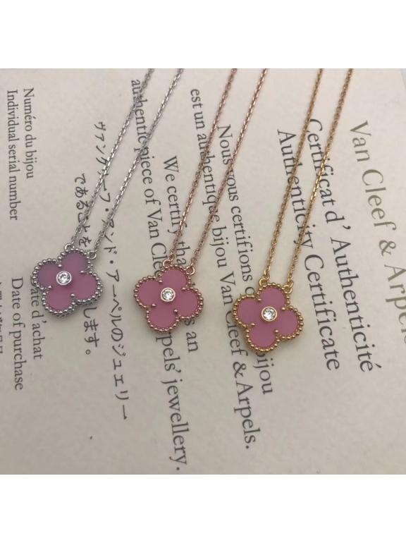Розовая Подвеска Van Cleef & Arpels один цветочек камушек в золотом