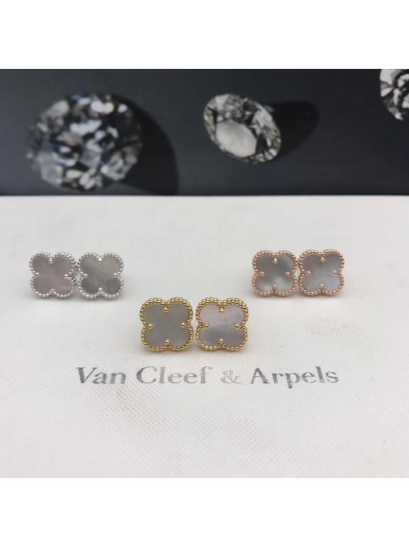 Белые Серьги Van Cleef & Arpels перламутр в золоте