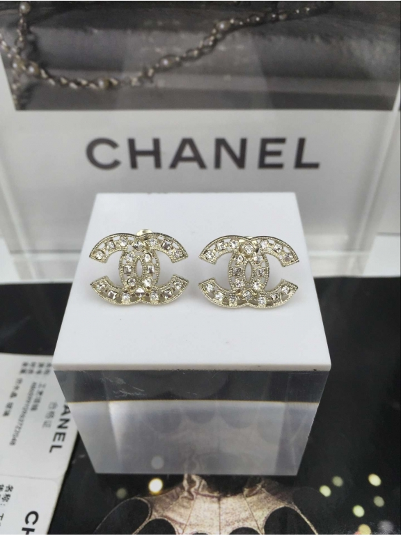 Золотые серьги Chanel камни