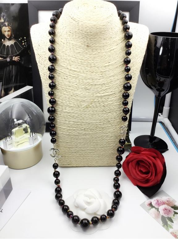 Колье Chanel Черные Жемчужинки Значки Разноцветная Нитка