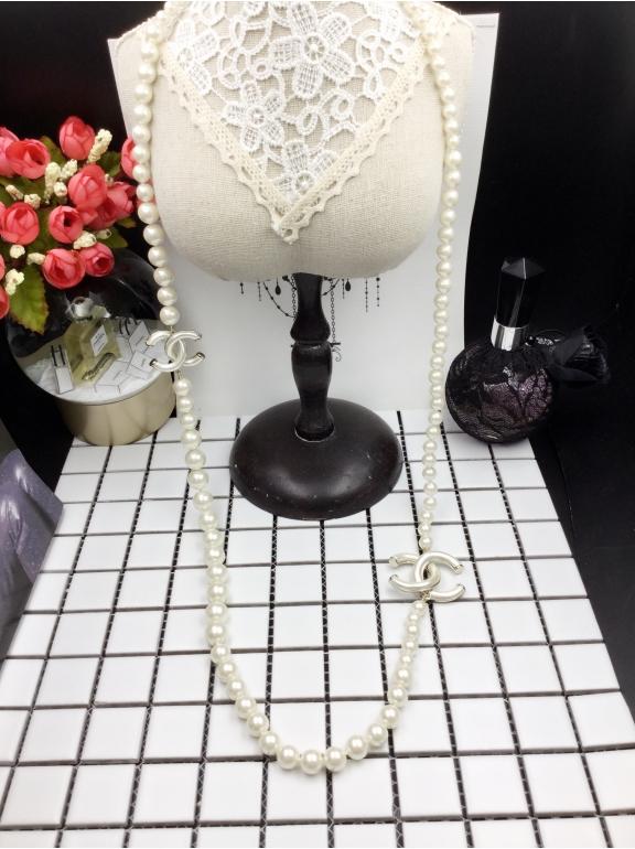 Колье Chanel Белые Жемчужинки Белые Матовые Значки