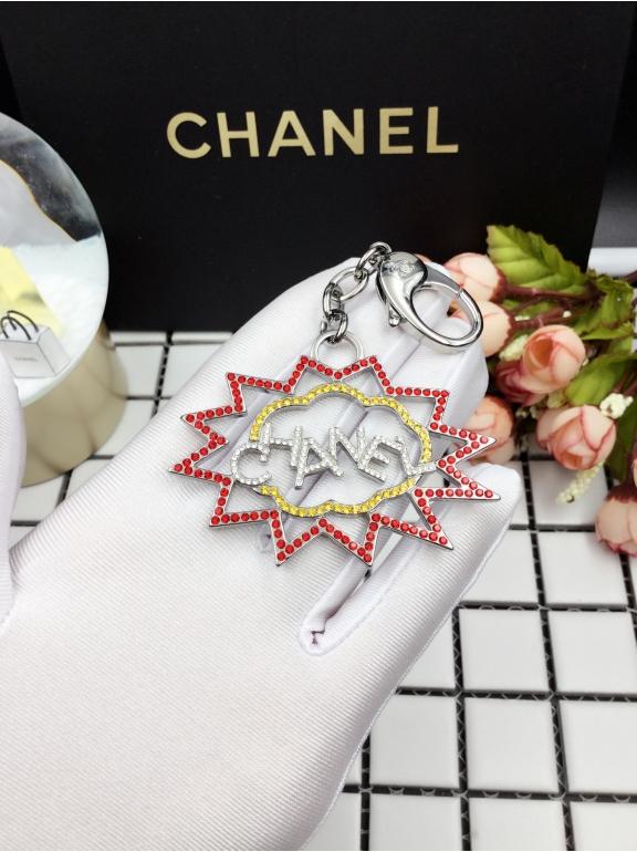 Брелок Chanel разноцветные камни