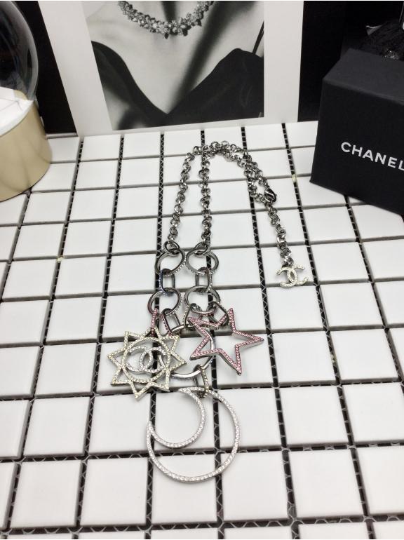 Колье Chanel белое короткое звезды - месяц разноцветные камни