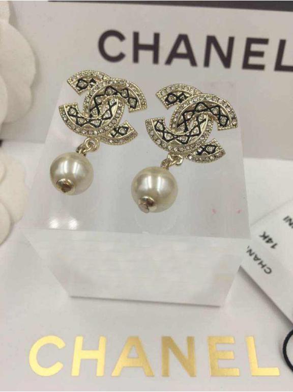 Золотые серьги Chanel черный орнамент жемчужинка