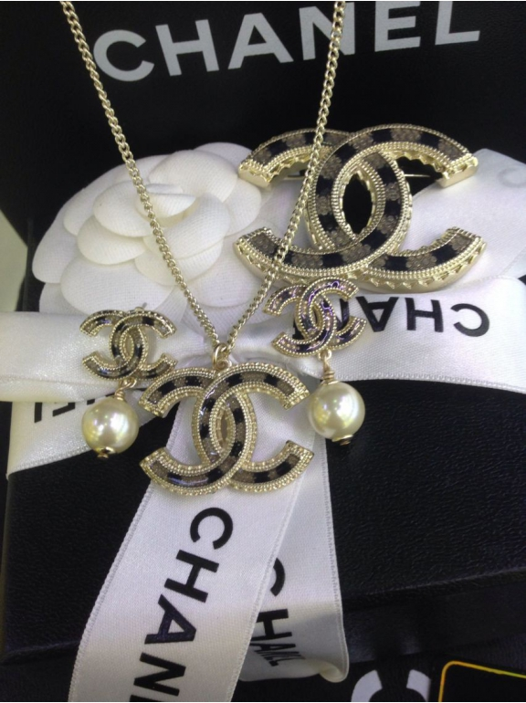 Золотая подвеска Chanel
