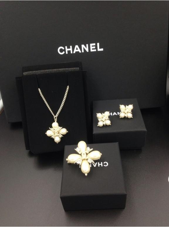 Золотая подвеска Chanel жемчужинки камни