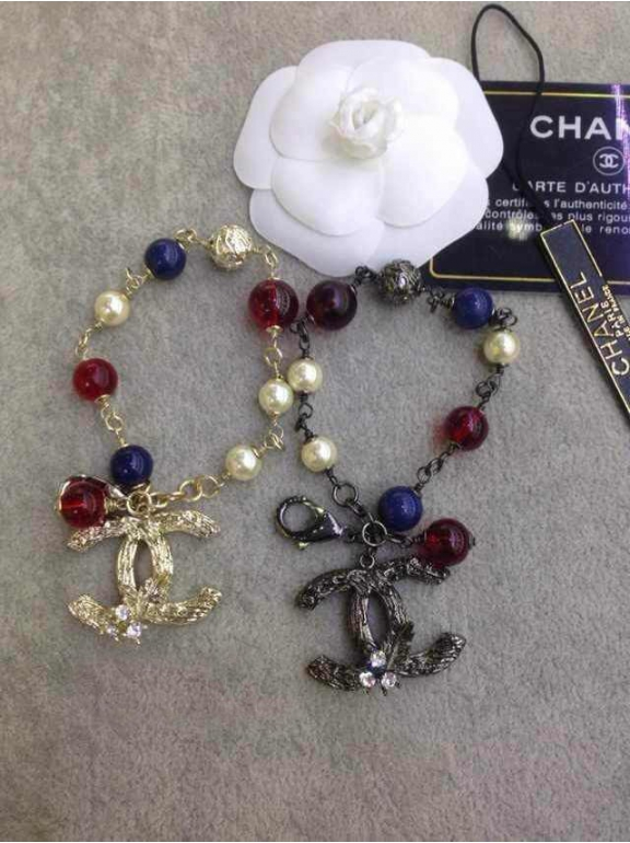 Золотой браслет Chanel красно - синие шарики