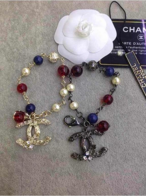 Черный браслет Chanel красно - синие шарики